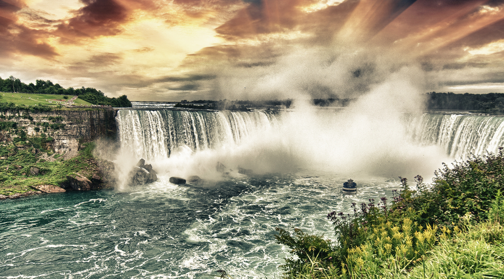 Niagara,Falls.,Beautiful,Side,View,At,Summer,Time.
