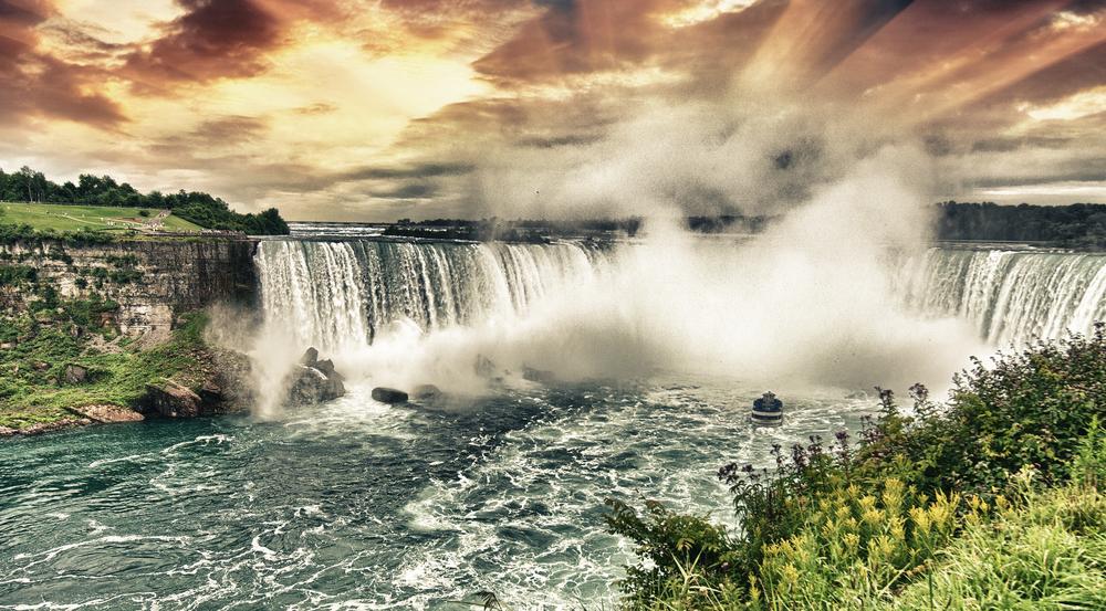 Niagara,Falls.,Beautiful,Side,View,At,Summer,Time.